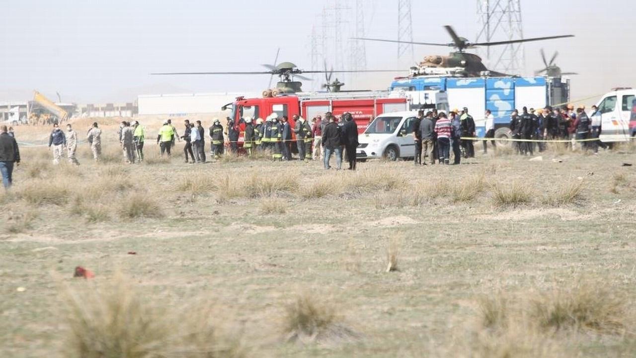 Konya'da Türk Yıldızları'na ait uçak düştü!