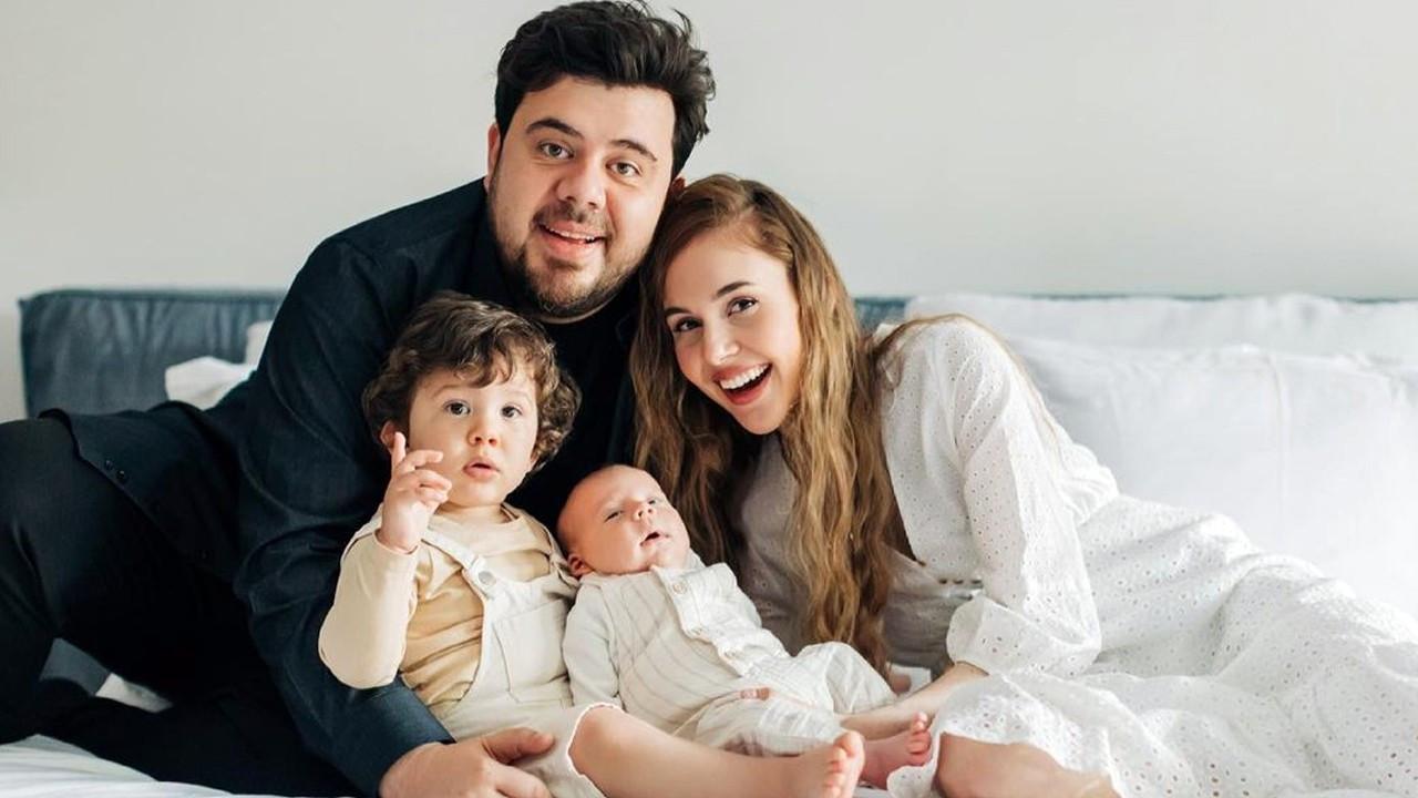 Yenenler çiftinden mutlu aile fotoğrafı