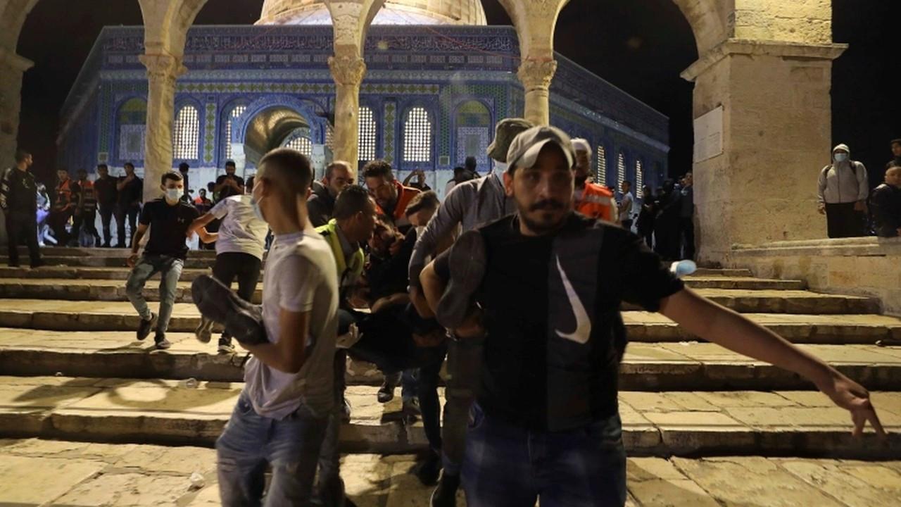 Mescid-i Aksa'da namaz kılan cemaate saldırıya Türkiye'den tepkiler