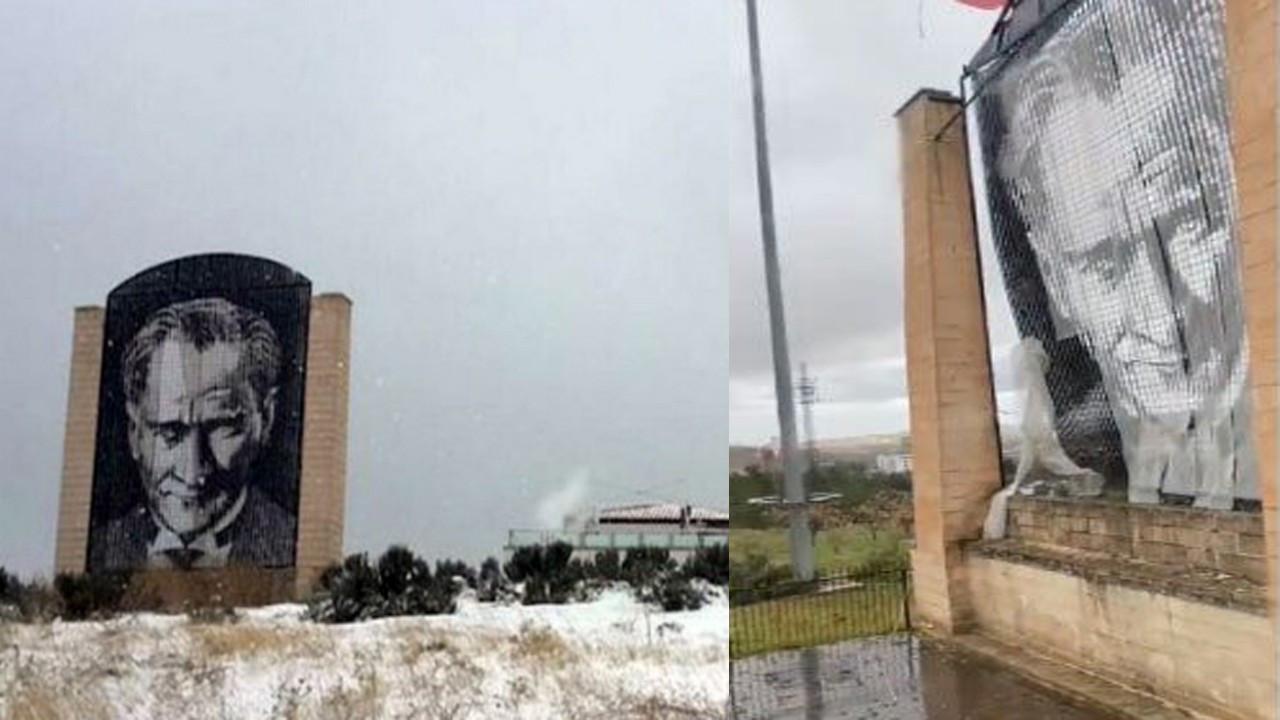 'Rüzgardan zarar gördü' denilerek kaldırılan Atatürk anıtı henüz yerine konmadı