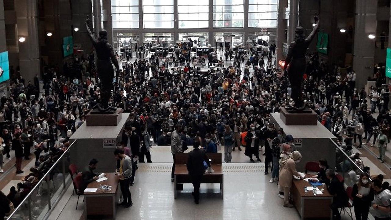 Adliyedeki sınava binlerce kişi katıldı