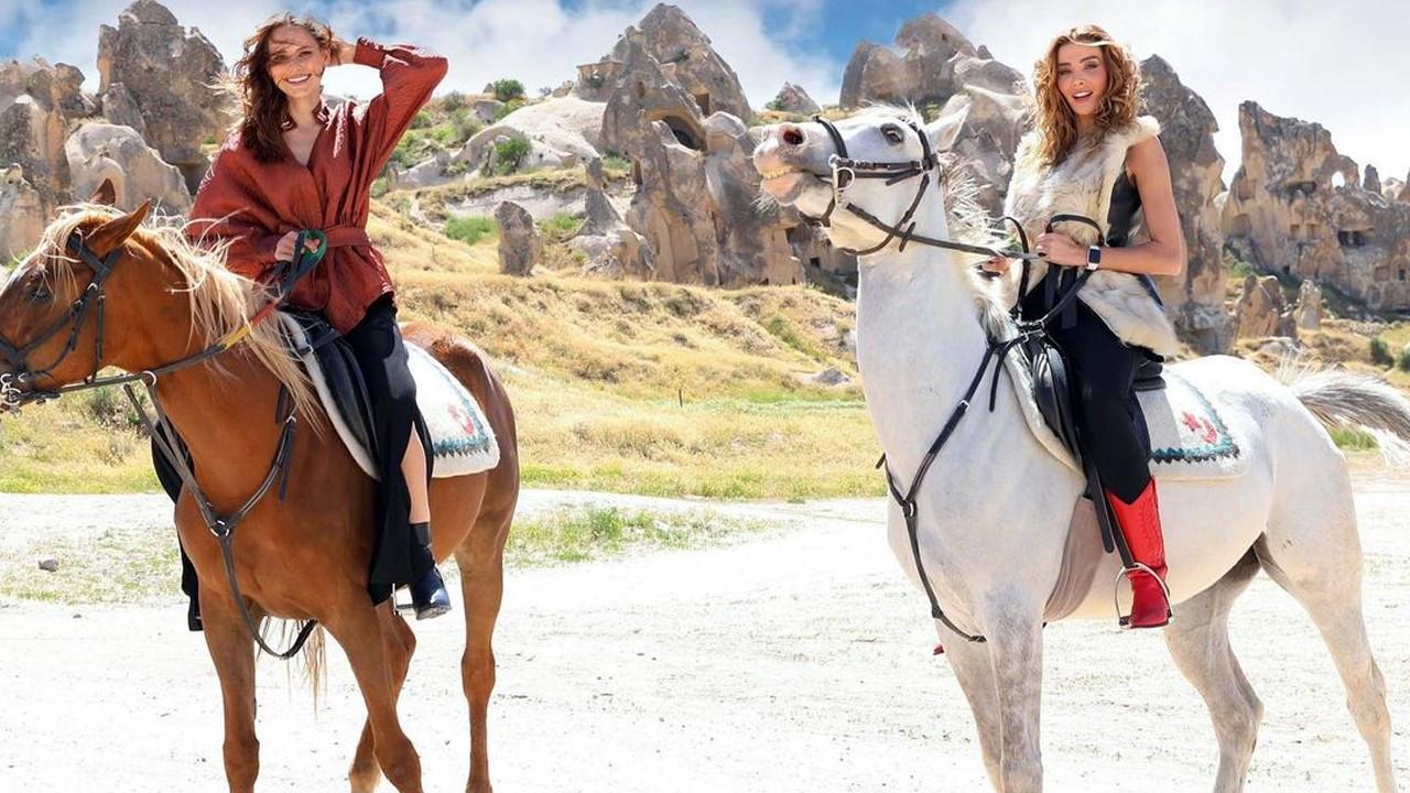 Jessica May ve Özge Ulusoy'dan dikkat çeken poz