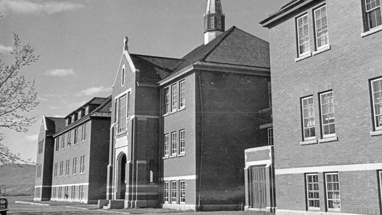 43 yıl önce kapatılan okulda toplu mezar dehşeti
