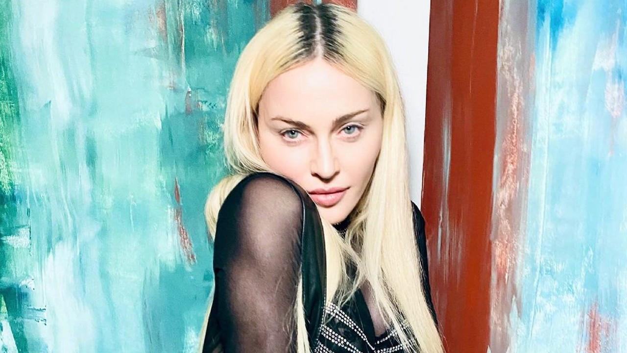 Madonna'nın son pozları tartışma yarattı