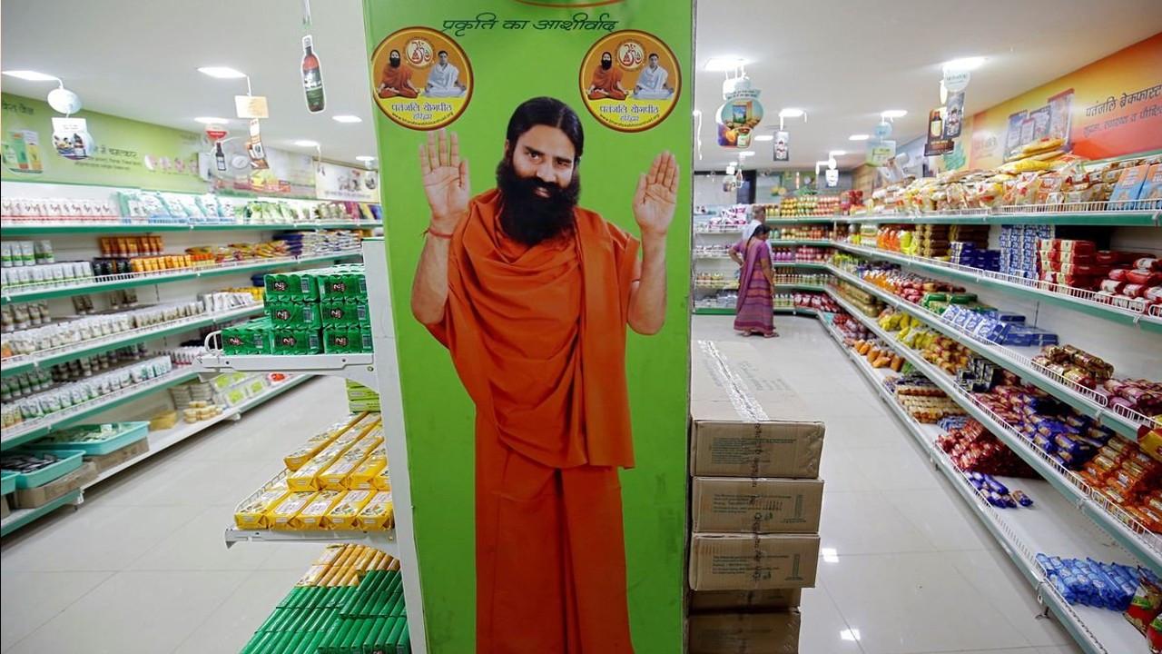 Yoganın Covid'i yenebileceğini iddia eden guru, Hintli doktorları kızdırdı