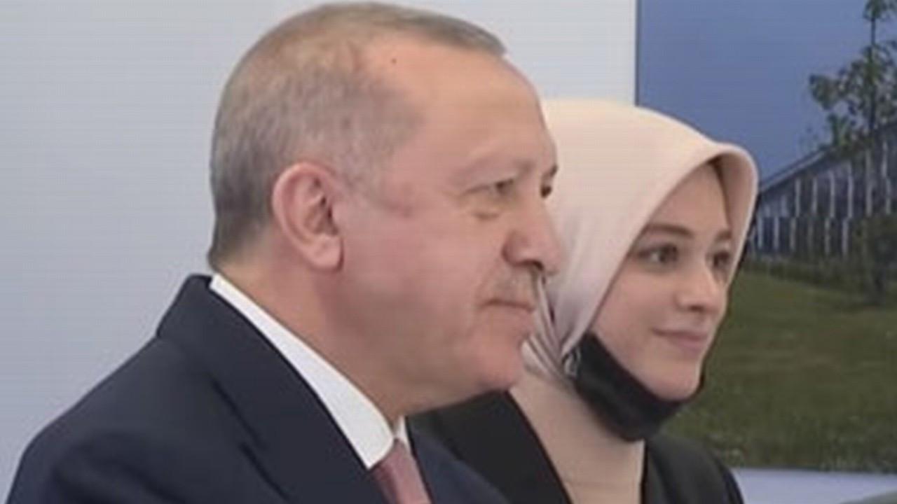 Cumhurbaşkanı Erdoğan'ın yanındaki isim kim çıktı?