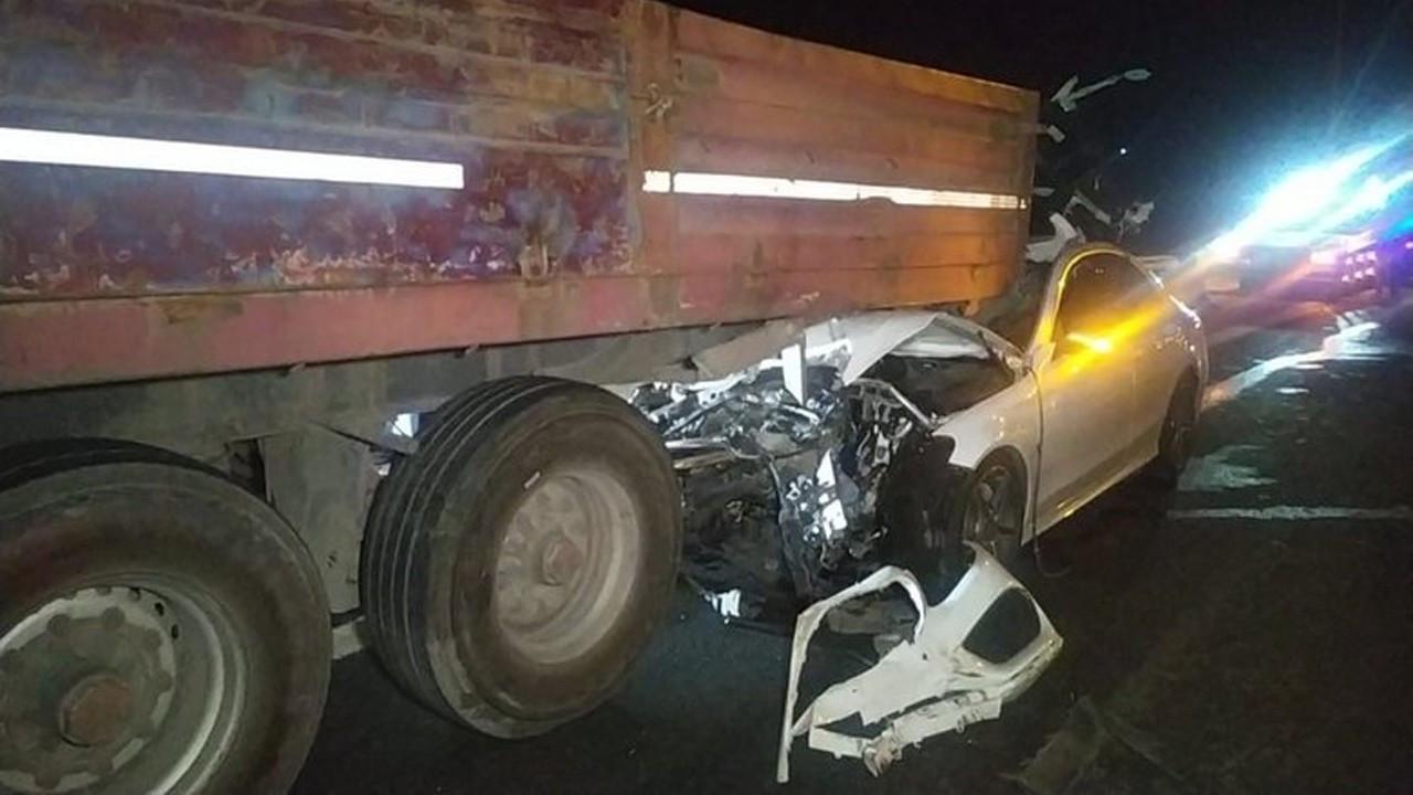 TIR'a arkadan çarptı! Yürek burkan trafik kazası