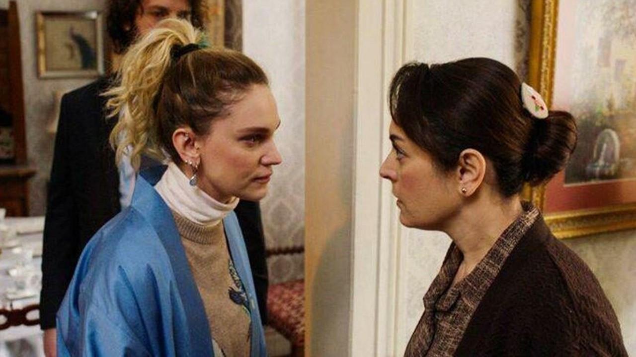 """Oyuncular Sendikası: """"Ezgi Mola ve Farah Zeynep Abdullah'ın yanındayız"""""""