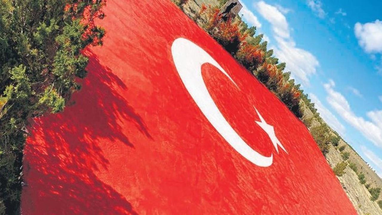 En büyük bayrak boyandı