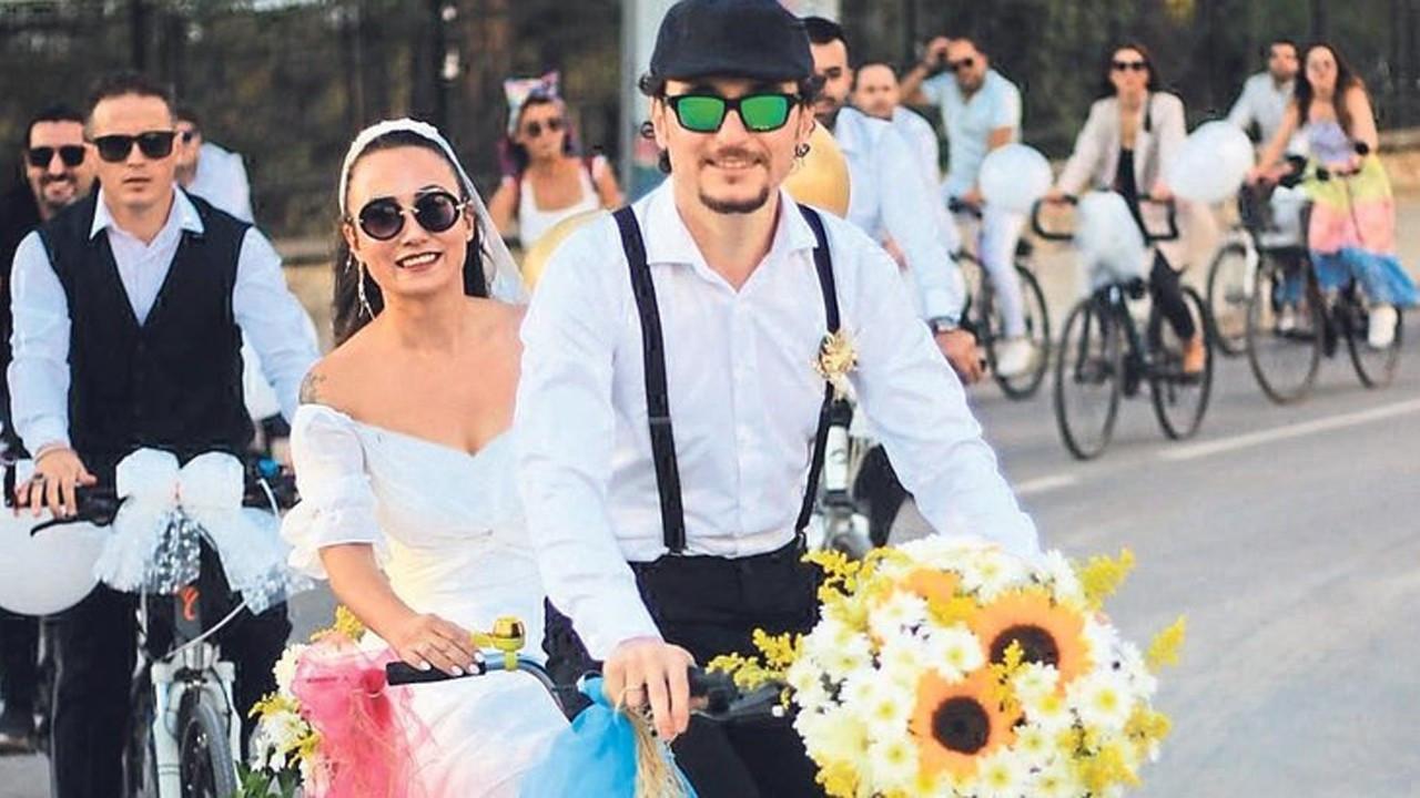 Bisikletçilerin düğünü renkli görüntülere sahne oldu