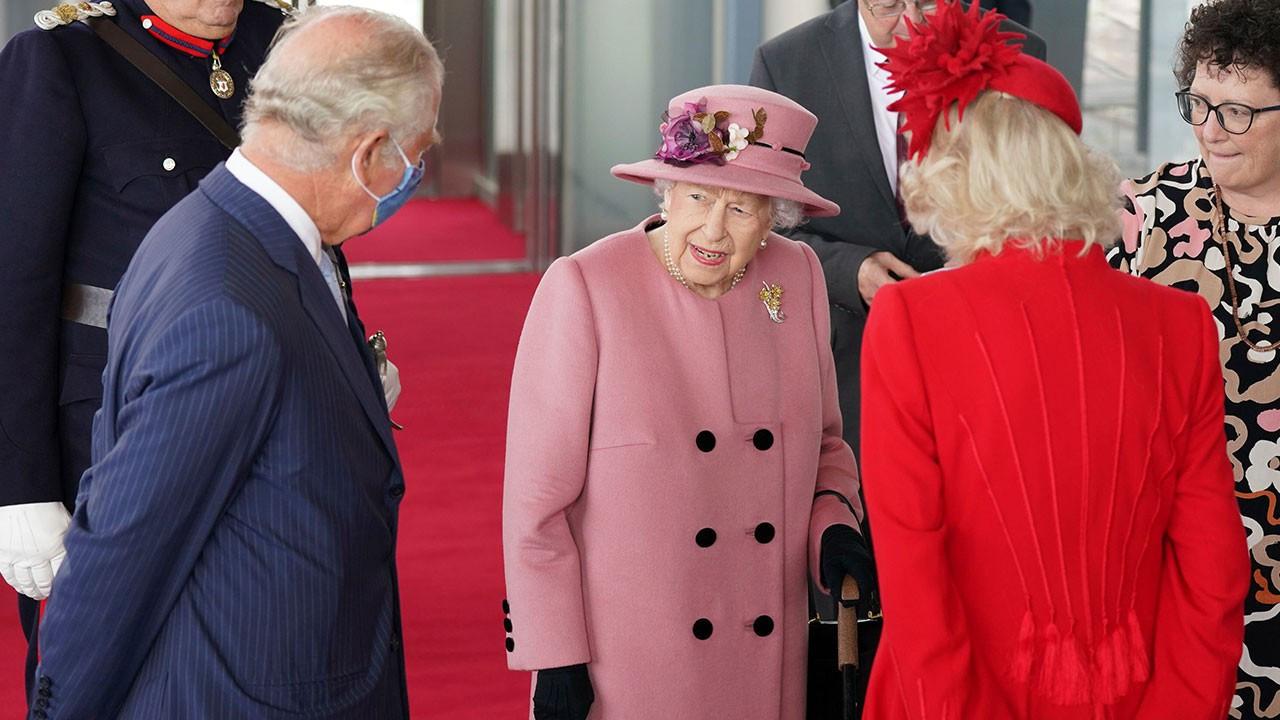 Kraliçe 2. Elizabeth'in geceyi hastanede geçirdiği açıklandı